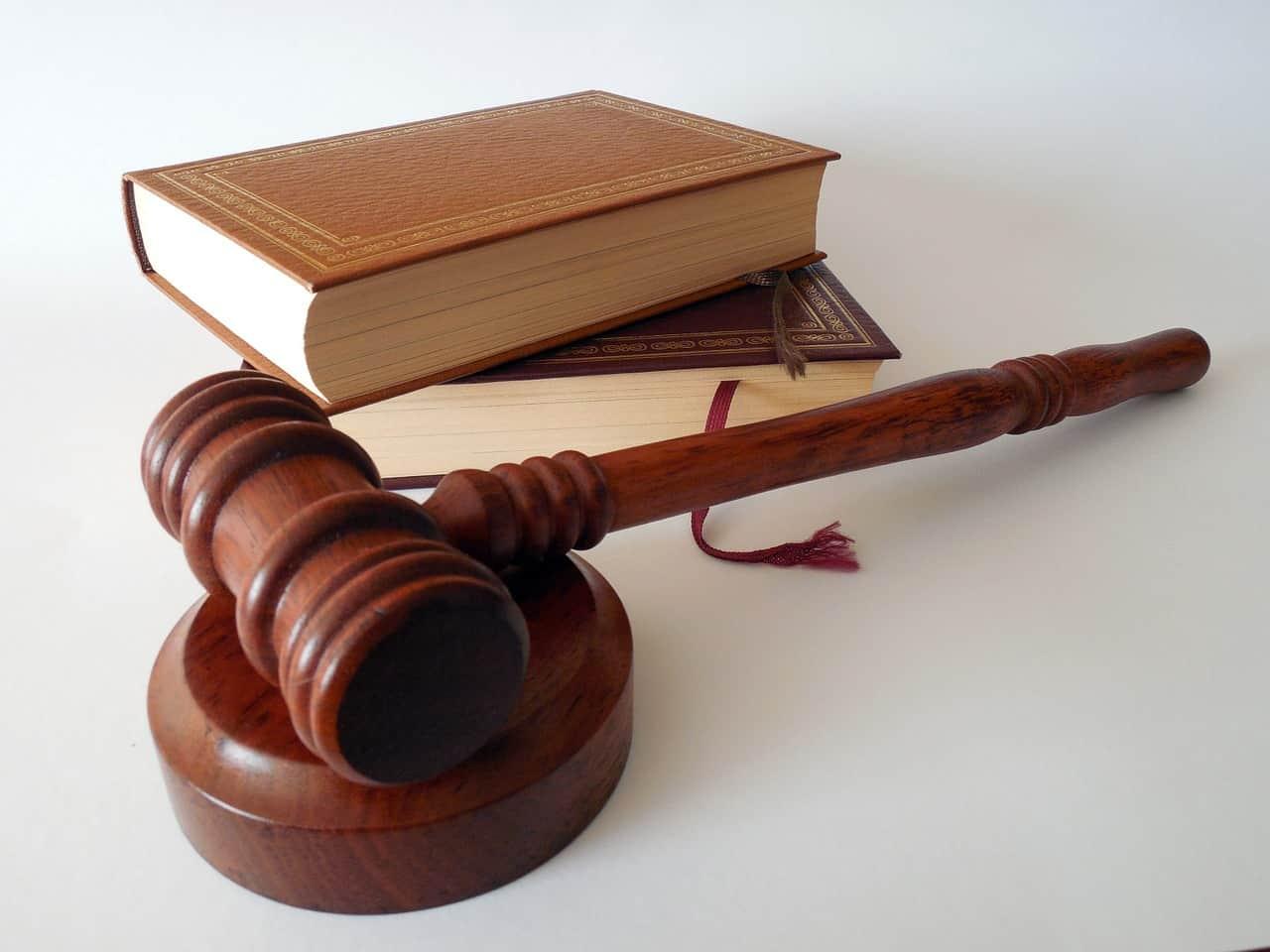ביטוח צד ג' בביטוח דירה מכסה את בעל הפוליסה במצב בו הוא נתבע בבית משפט בגין נזקים שמקורם בדירה